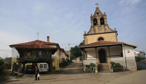 La iglesia de Carrandi, en el concejo de Colunga.
