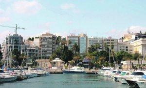 Barcos de recreo atracados en el puerto deportivo del Muelle de Alfonso XII. :: P. SÁNCHEZ / AGM