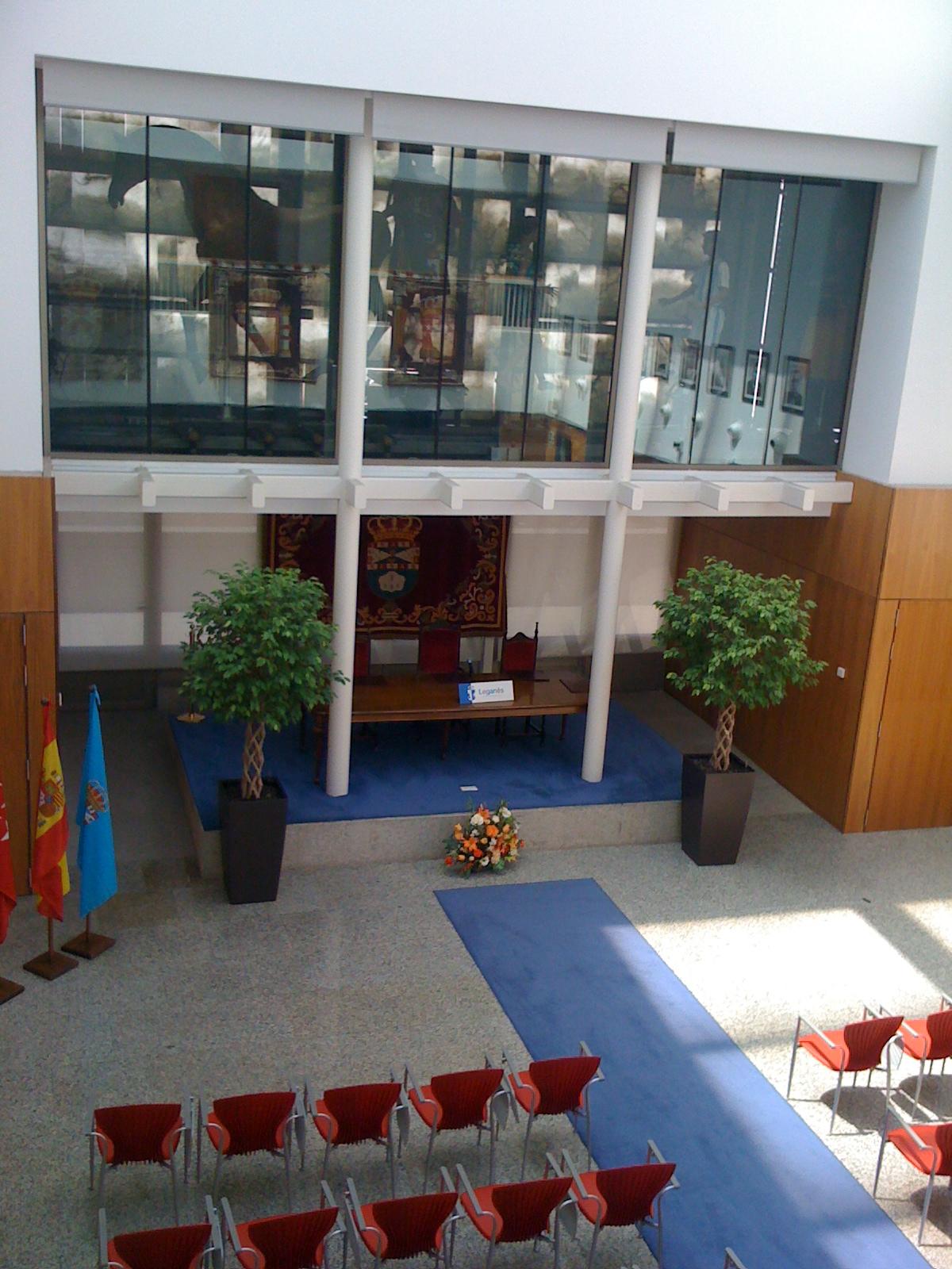 Símbolos de la Villa en la nueva Casa Consistorial.