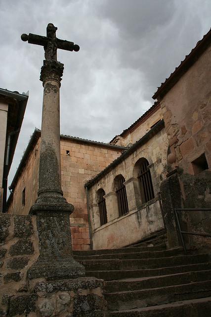 Subida a la iglesia de San Bartolomé. Sepúlveda (Segovia).