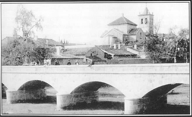 Fuente Álamo (Murcia). Puente sobre la rambla con la iglesia al fondo.
