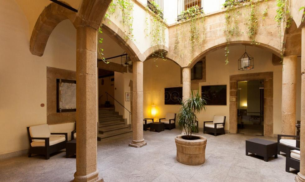 Hotel Oquendo, lugar de encuentro de los cronistas oficiales para hablar de la recuperación del patrimonio histórico-artístico de los pueblos y ciudades de España.