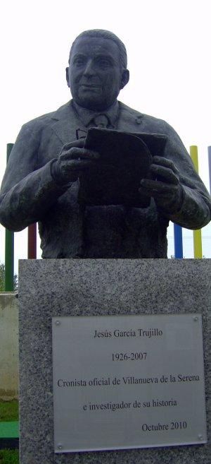 Busto dedicado a Jesús García Trujillo, cronista de Villanueva de la Serena. :: F. H.