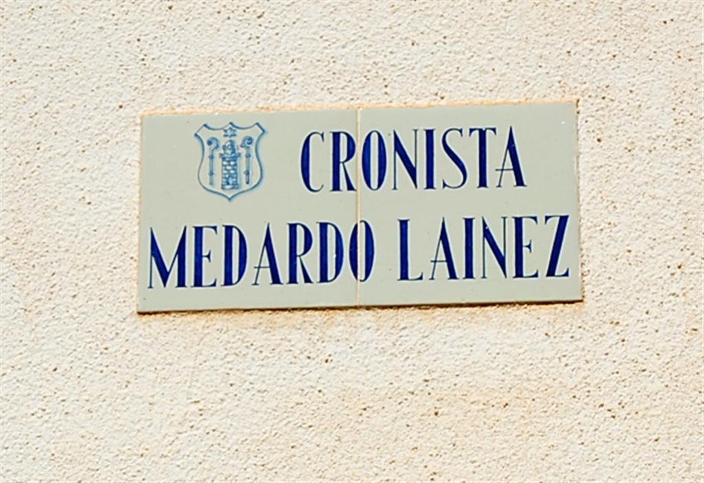 Placa de la calle Medardo Laínez (Cazorla). / FOTO: Fco. Sala Aniorte