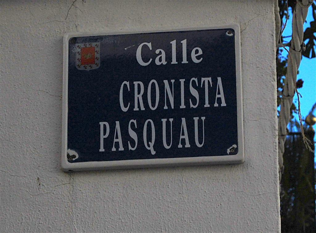 Rótulo de la Calle Cronista Pasquau. / FOTO: Fco. Sala Aniorte.