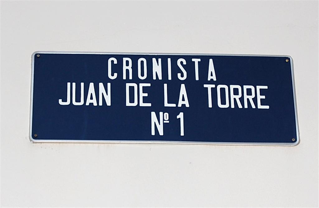 Placa de la Calle Cronista Juan de la Torre (Úbeda). / FOTO: Fco. Sala Aniorte
