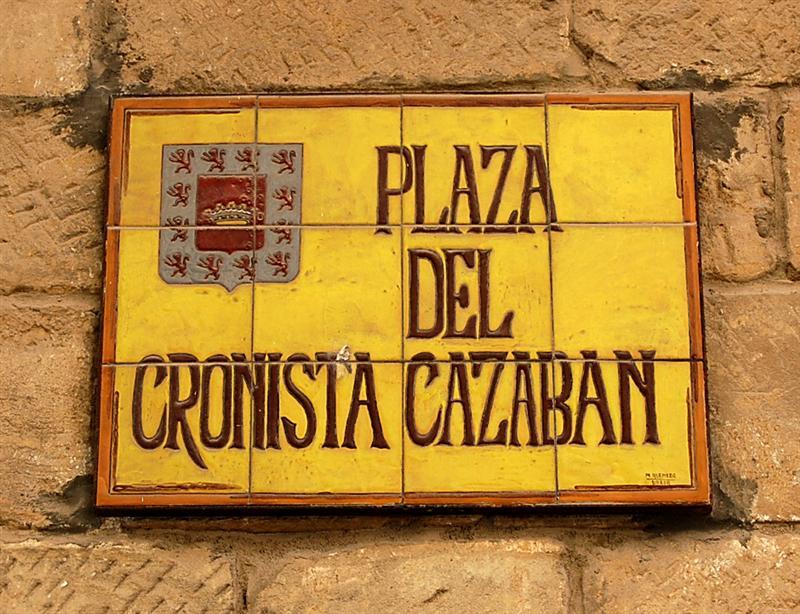 Rótulación de la Plaza del Cronista Cazabán. / FOTO: Fco. Sala Aniorte