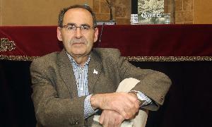 Ignacio Sanz, con su nuevo libro, ayer, en la Academia de San Quirce. / A. de Torre