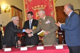 El teniente general Galán con los cronistas. / Foto:CHCMCAN