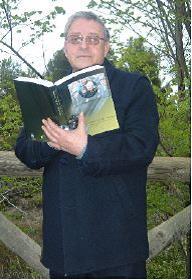 Juan Sénchez Pérez, Cronista Oficial de Bullas (Murcia), con el libro recientemente publicado.
