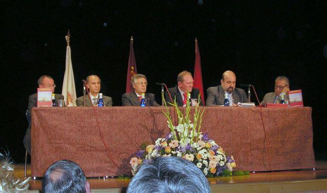 Mesa presidencial en la investidura del Cronista Oficial de Cabezo de Torres (Murcia).