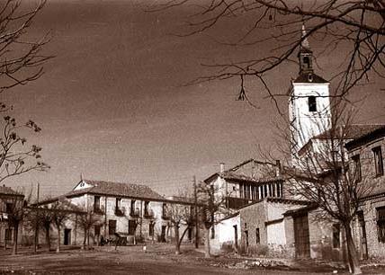 Leganés.Plaza del Salvador hacia 1957. COLECCIÓN: Familia Mesa.