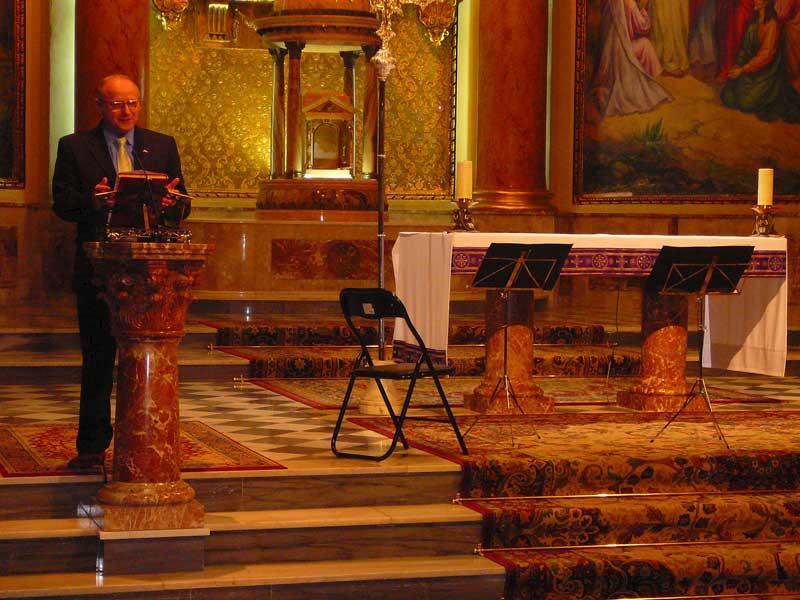 Pau Herrero, Cronista Oficial de Novelda, leyendo el Pregón de Semana Santa.