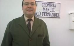 Manuel García Fernández, cronista oficial de Carrión de los Céspedes (Sevilla) en la clle que lleva su nombre.