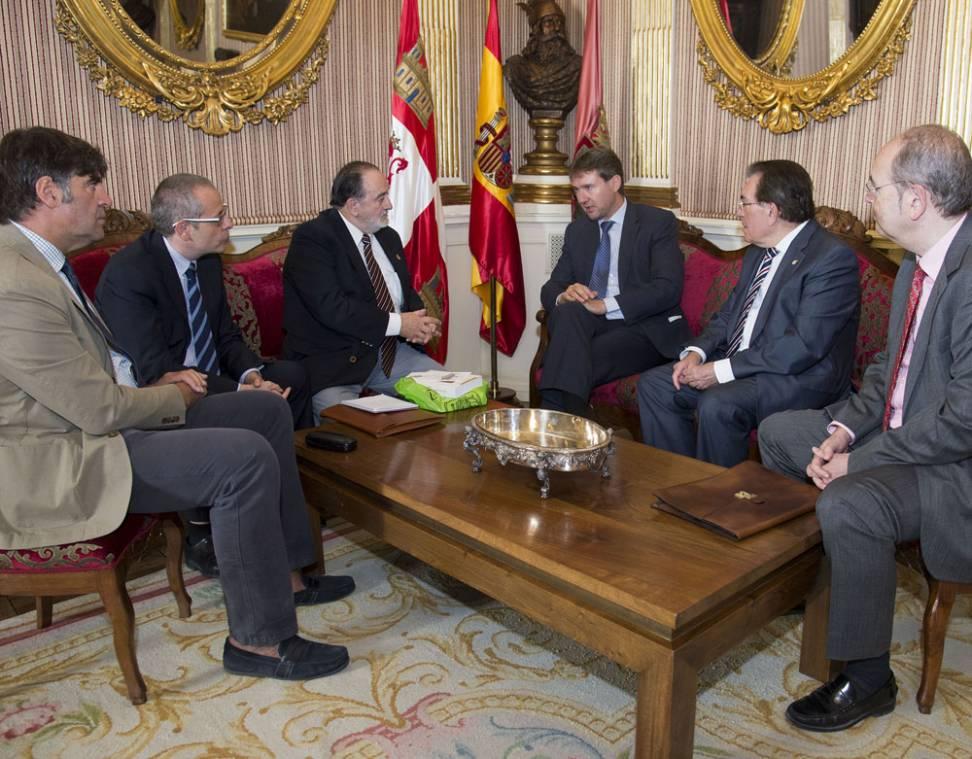 Imagen de la reunión celebrada ayer en Alcaldía. - ICAL