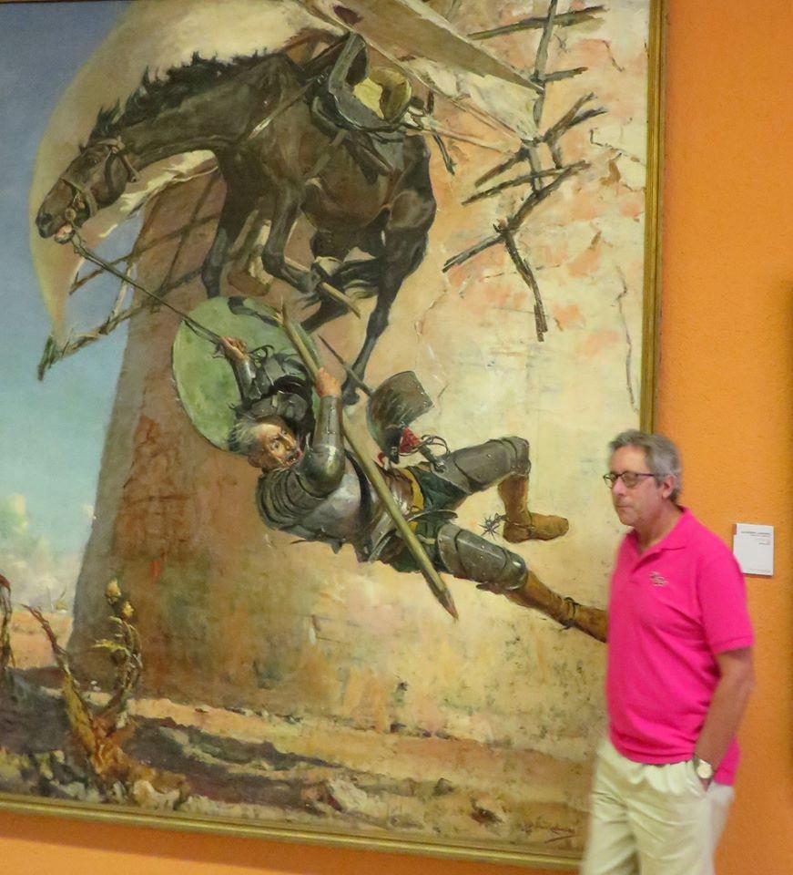 En el Museo de Jaén, ante un Quijote, un Rocinante y un molino del Campo de Criptana, obra del jienense José Moreno Carbonero.