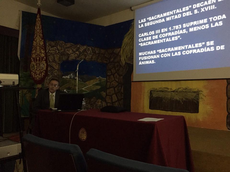 Manuel López Pérez ofrece la charla sobre las hermandades sacramentales.