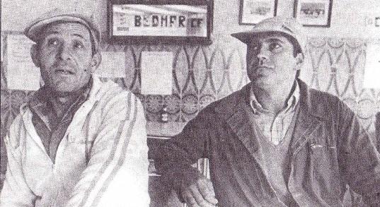 """D. Salvador Martínez Pérez y D. José Antonio Viedma Medina, """"emigrantes"""" padres de un escolar de 11 años y de una escolar de 5 años, respectivamente."""