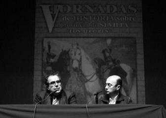 Manuel Moreno Alonso, a la izquierda, y José Manuel Navarro, durante la ponencia inaugural.