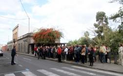 Un amplio grupo de personas pudieron disfrutar de la visita a la ciudad de Arucas. (Foto TA)