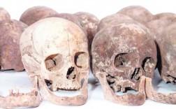 Calaveras recuperadas de los nichos de las Capuchinas, donde se buscaron los huesos del escultor. / F. Galindo