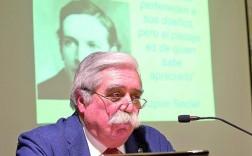 El experto José María Suárez Gallego, durante su conferencia en La Económica. (Emilio Arroyo)