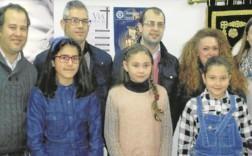 Miembros de la Junta de Cofradías junto a las ganadoras del concurso de dibujo. - NORTE RADIO