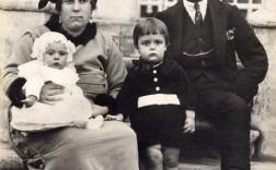 El médico Juan Bernardo Cuadrado, con su familia. :: Cedida