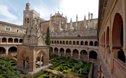 Claustro y templete del Monasterio.