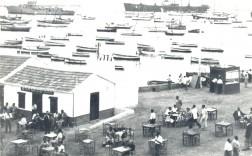 Cantina del bar 'La Marina' y su terraza a mediados del siglo XX. / Colección Fco Sala Aniorte
