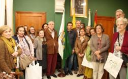 Los visitantes con el alcalde y la cronista oficial de Valsequillo de Gran Canaria (Foto Jesús Ruiz Mesa)