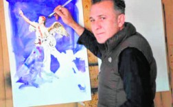 El pintor Nicolás de Maya, dando unos retoques a la obra que presentará el viernes. / MUSEO SALZILLO