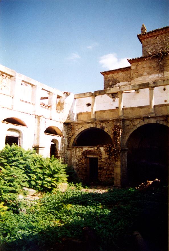 Detalle del claustro antes de las obras.