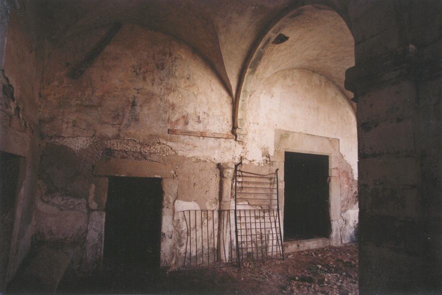 El claustro antes de las obras.