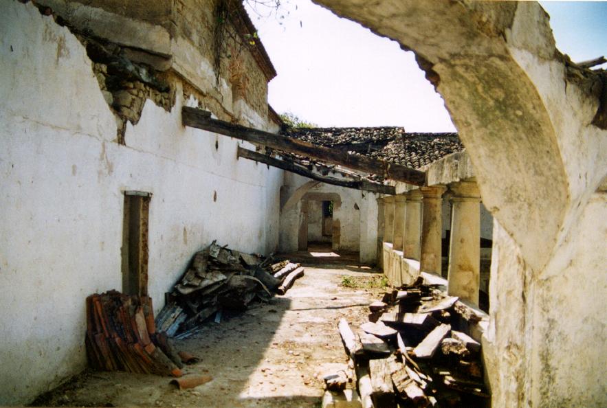 Detalle del claustro alto antes de las obras.
