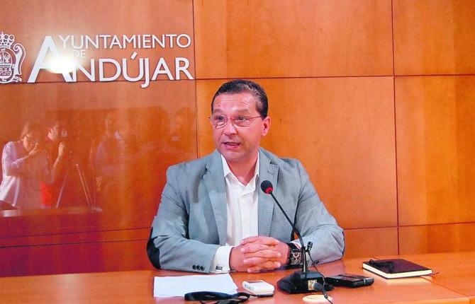 Francisco Huertas detalla las actividades en esta nueva edición de la Romería. (María Antón Torrús)