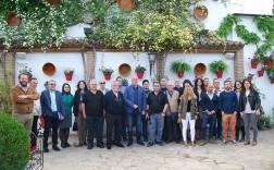 Los representantes de los museos de la provincia posan junto al alcalde de Rute y las concejalas de Cultura y Turismo de Rute.