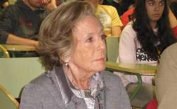 La escritora Marta Portal, hace años, en Nava. / M. MENÉNDEZ