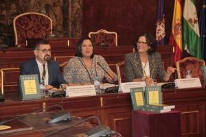 Julián Hurtado de Molina, María Dolores Amo e Isabel García Cano, en el acto de presentación. - CASAVI