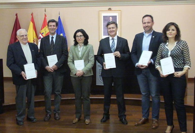 """Imagen de la presentación en la Diputación del libro """"Riaza,datos históricos y documentos"""" / Diputación Segovia."""